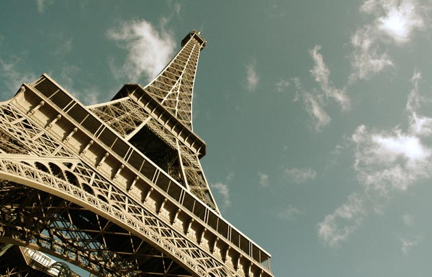 Tour-Eiffel-en-contre-plongee-630x405-C-Thinkstock